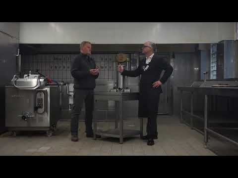 Konrad Buck interviewt Metzgermeister Peter Inhoven in seiner Wurstküche in Düsseldorf Wersten