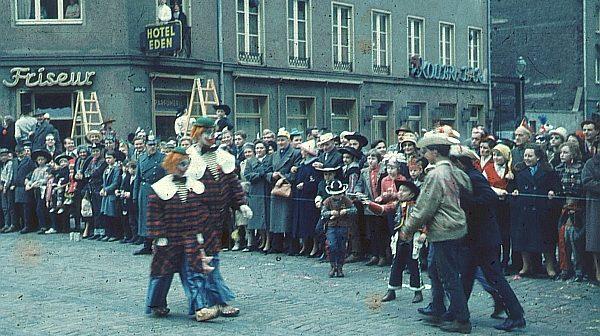 Karneval 1959:Rosenmontagszug an der Adersstraße
