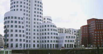Die weltberühmten Gehry-Bauten im Medienhafen - abbruchreif?