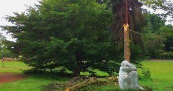 Im Südpark: Die Trauernde