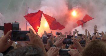 RWE vs F95: Die machen Selfies von der Pyroshow