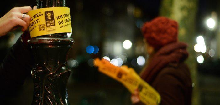 Banderolen-Aktion: Düsseldorfer kennzeichnen ihre Gaslaternen