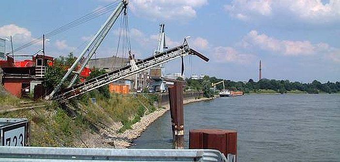 Reisholzer Hafen: Fehlalarm beim Hafenalarm: 200 LKW oder nur ein Binnenschiff ?