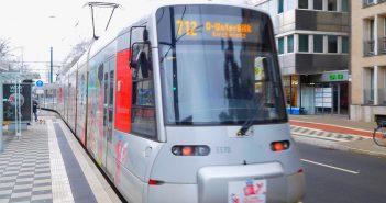 Die 712 auf dem Weg in die Altstadt (Uhlandstraße)