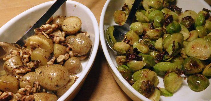 Rosenkohl, Pfannenkartoffeln und Walnüsse
