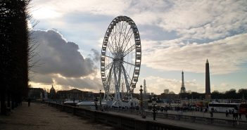 """Das Roue de Paris [Von <a href=""""//commons.wikimedia.org/w/index.php?title=User:Traktorminze&action=edit&redlink=1"""" class=""""new"""" title=""""User:Traktorminze (page does not exist)"""">Traktorminze</a> - <span class=""""int-own-work"""" lang=""""de"""">Eigenes Werk</span>, <a href=""""http://creativecommons.org/licenses/by/3.0"""" title=""""Creative Commons Attribution 3.0"""">CC BY 3.0</a>, https://commons.wikimedia.org/w/index.php?curid=17634892]"""
