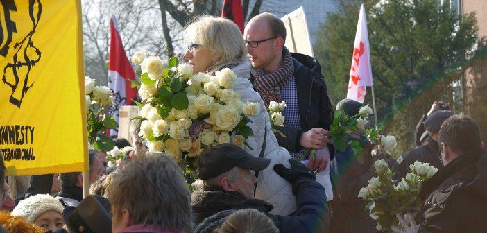 Weiße Rosen gegen die AfD - Sonntagsmorgen am Geschwister-Scholl-Gymnasium