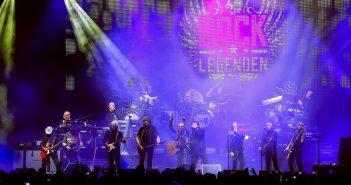 Die Bands Puhdys, City und Karat haben ihre Tournee als Rocklegenden am 18. März vor 5500 Fans in Schwerin begonnen. Foto: Ove Arscholl