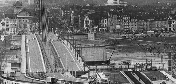 Verschiebung der Oberkasseler Brücke im April 1976 (Foto: Jürgen Retzlaff)