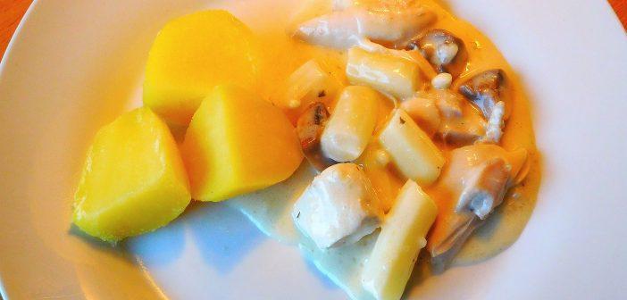 Hühnerfrikassee mit frischem Spargel und Champignons