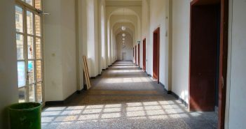 Kunstakademie: der berühmte Gang im Erdgeschoss