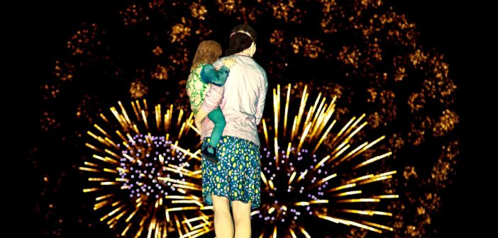 Bild der KW31: Mutter, Kind, Feuerwerk