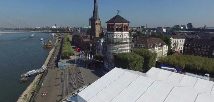 Das Theaterzelt am Burgplatz aus der Drohnenperspektive