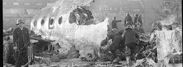 3.11.1957 - an der Absturzstelle (Foto: Stadtarchiv)