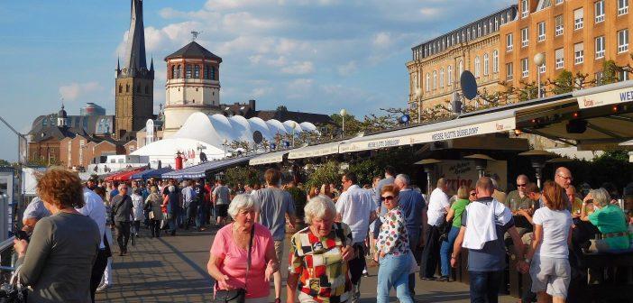 Juli 2016: Ein Sommertag am unteren Rheinwerft