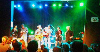 Acoustic Winter: Die Musikfamilie jammt