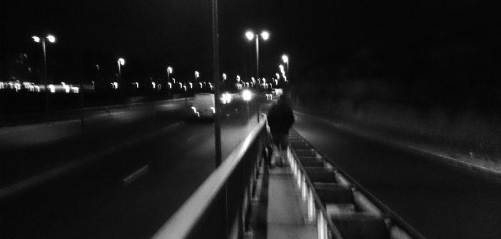 Toulouser Allee, nachts, allein (Foto: Lotte Bartel)