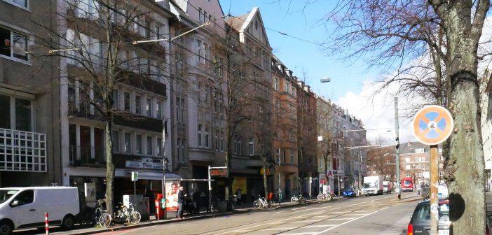 Ortsangabe: Karolingerplatz