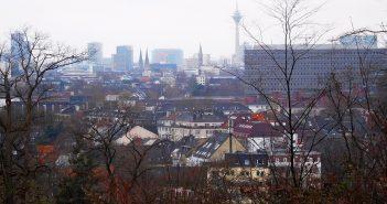 Der Ausblick Richtung Rheinturm und Stadttor