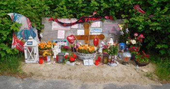 """Gedenkstätte für """"Klausi"""" aka Dominik M., der Opfer eines Raserunfalls wurde"""