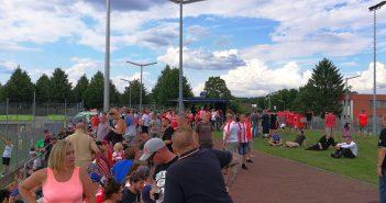 Die Leute auf der Ost im PJS beim Testspiel gegen RSC Charleroi