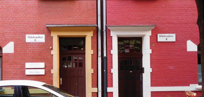 Gründerzeitwohnhäuser mit hübschen Nummernschildern