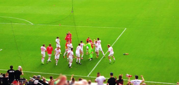 Pauli vs F95: Die Spieler feiern den Sieg