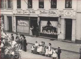 Das Fotogeschäft Julius Söhn an der Kasernenstraße vor dem ersten Weltkrieg
