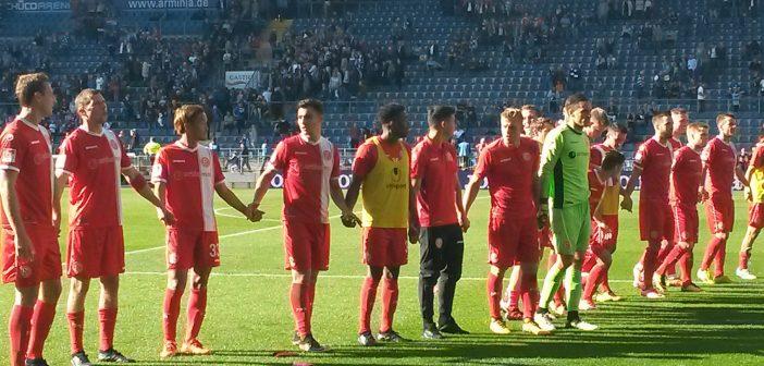 Bielefeld vs F95 - Die Mannschaft wird gefeiert