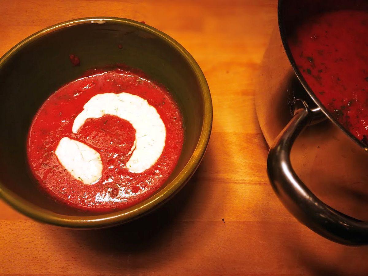 rezept der woche rote bete suppe einfach herzerw rmend the d sseldorfer das lokale online. Black Bedroom Furniture Sets. Home Design Ideas