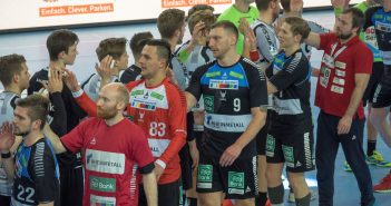 HC Rhein Vikings vs Emsdetten 24:22 - faires Abklatschen nach dem Sieg
