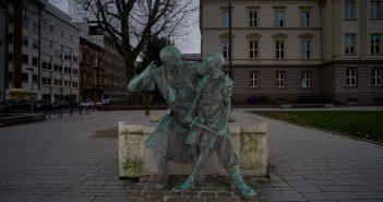 Schmied und Knabe auf dem Martin-Luther-Platz
