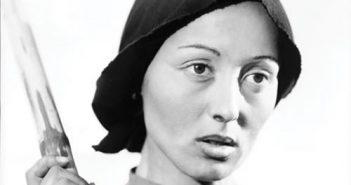 """Luise Rainer als chinesische Bäuerin O-Lan im Film """"Die gute Erde"""""""
