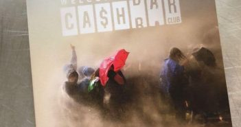 Erstes Album: Welcome to the Cashbar Club
