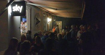 Draußen vorm Vereinsheim - Ein Abend mit den Sons of Rath