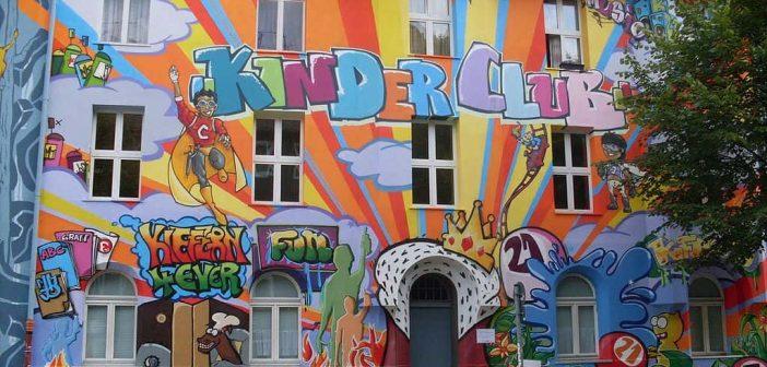 Kinderclub auf der Kiefernstraße (Quelle: Wikimedia)