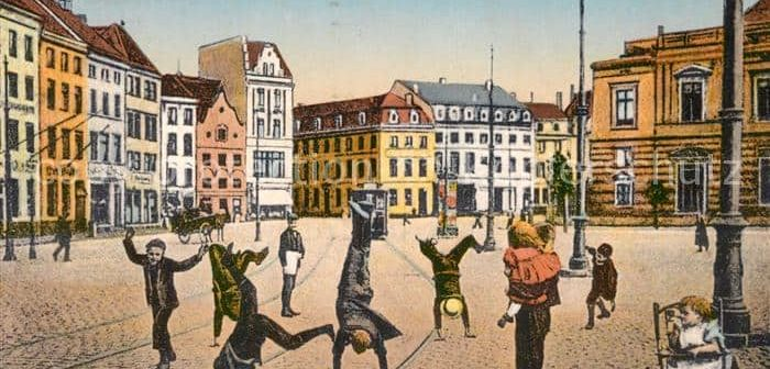 Alte Ansichtskarte: Radschläger auf dem Burgplatz (ca. 1910)
