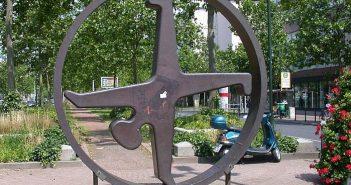 Radschläger-Skulptur, die damals auf der Heinrich-Heine-Allee stand