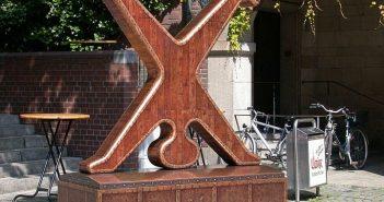 Radschläger-Skulptur am Uerige