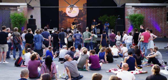 Die Bühne im Hof