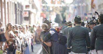 Die Blumenparade_beim Neusser Schützenfest
