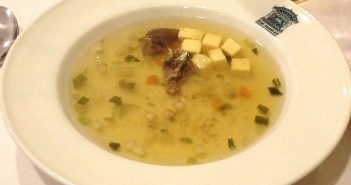 RdW: Traditionelle Rindfleischsuppe (Foto: Wikimedia)