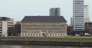Das Mannesmann-Haus - gebaut nach Entwürfen von Peter Behrens (Foto: Wikimedia)