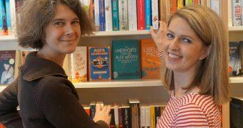 Kennen sich schon seit Kindertagen: Buchhändlerinnen Verena Kähmer und Martina Manns