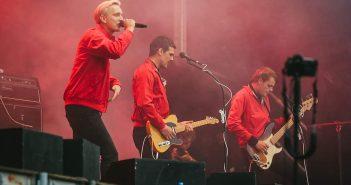 Kraftklub auf dem Wir-sind-mehr-Konzert im September 2018 (Foto: Wikimedia)