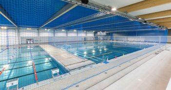 In der großen Halle des Rheinbads kommen auch Wasserballer auf ihre Kosten