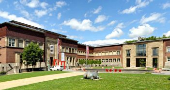 Der Kunstpalast im Ehrenhof mit dem West- und Ostflügel
