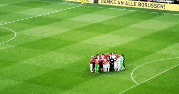 BVB vs F95: Ein Team, ein Kreis