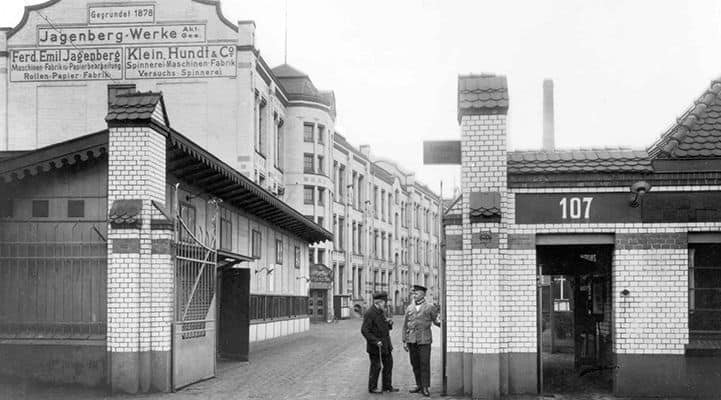 Das Tor zur Jagenberg-Fabrik in den Dreißigerjahren
