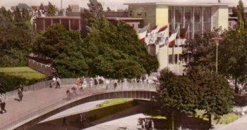 DQ93: Die Aluminiumbrücke zwischen (alter) Messe und Rheinterrasse